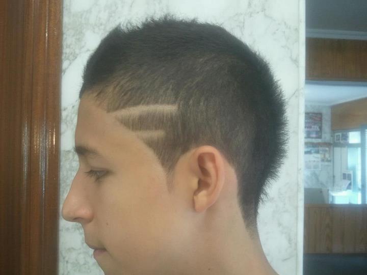 Corte de pelo con 2 lineas